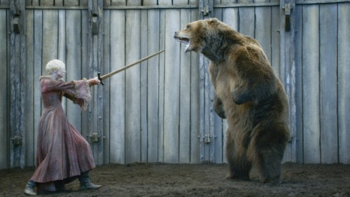Bart-the-Bear-and-Gwendoline-Christie-in-GAME-OF-THRONES-Episode-3_07-The-Bear-and-the-Maiden-Fair
