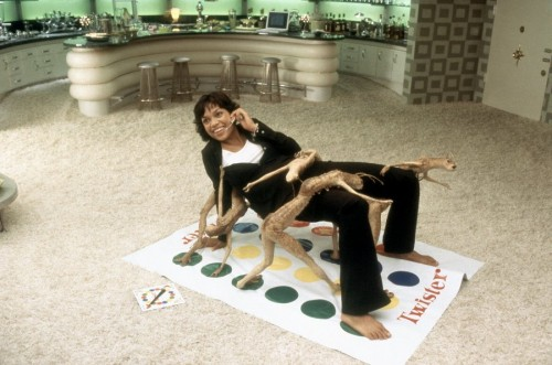Rosario-Dawson-plays-Twister-with-alien-critters-in-Columbias-Men-in-Black-II-2002-16