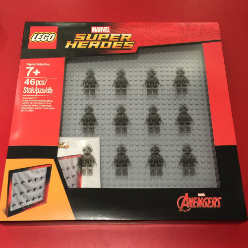 marvel super heroes minifig case frame front