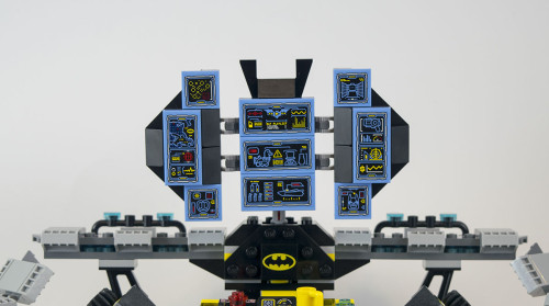 70909-batcave-computer-screens