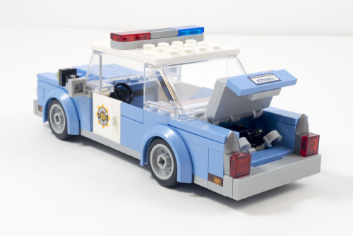 70912-gpd-cop-car-trunk-open