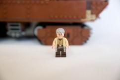 75059 Sandcrawler - Uncle Owen 1