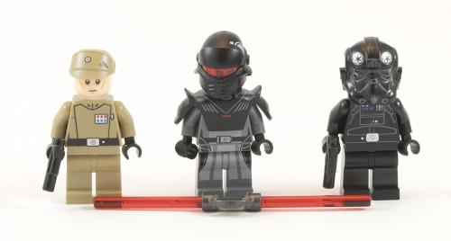 75082 - Minifigs