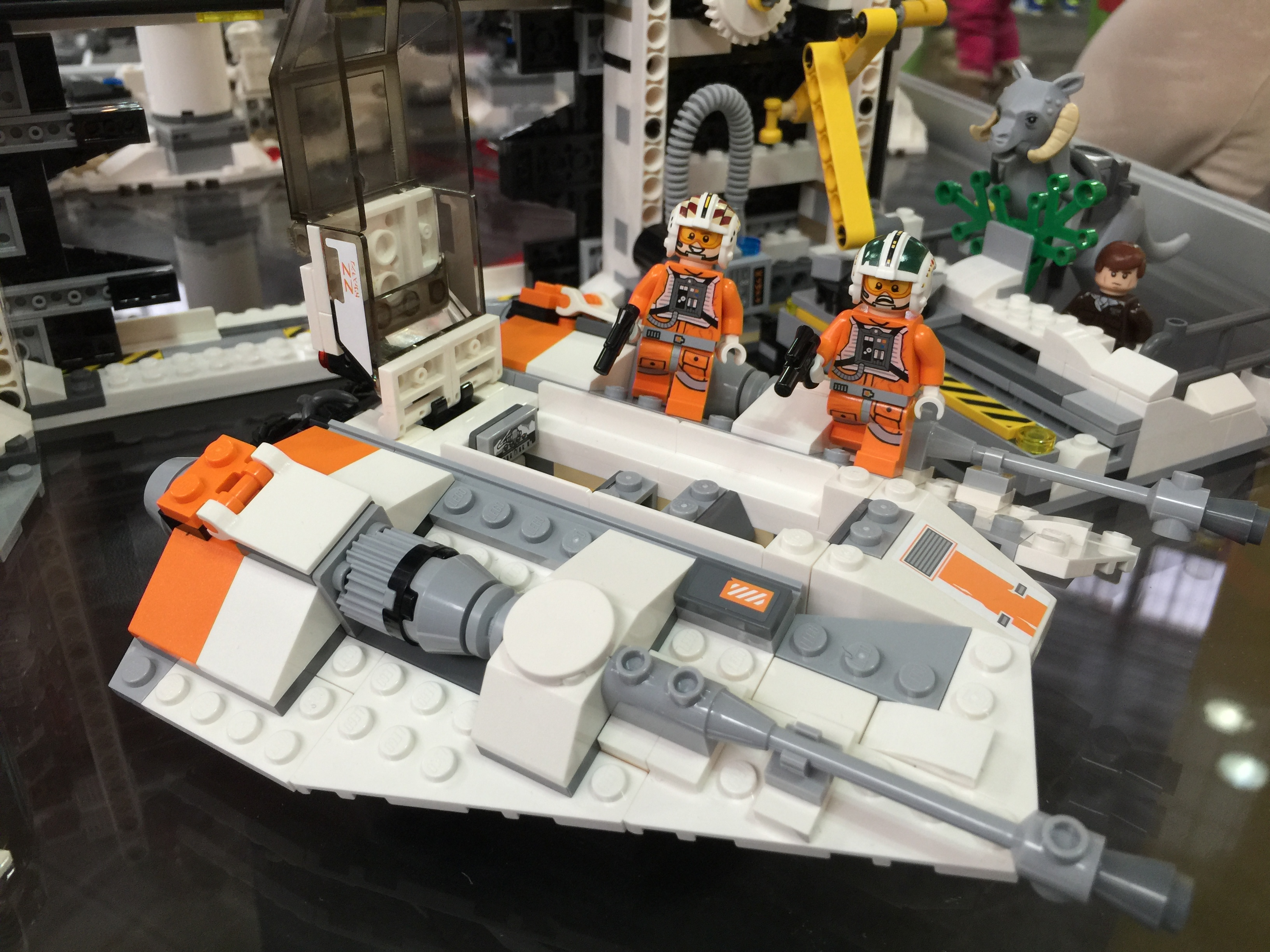 Lego Star Wars Forum From Bricks To Bothans View Topic Toy 75098 Assault On Hoth 2016 02 13 115842